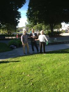 Thomas, Kalle och Malin välkomnar eleverna med öppna armar. Kom och lär!